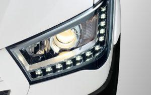 đèn pha projector kết hợp dãi đèn led chiếu sáng ban ngày